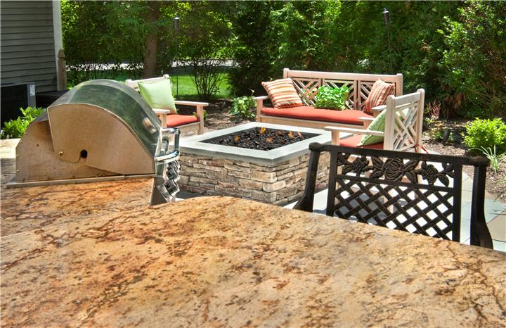Patio, Outdoor Kitchen, Outdoor Fireplace & Fire Pit